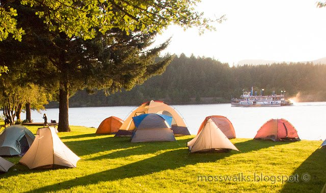 tents-and-boat-is-sweet-light
